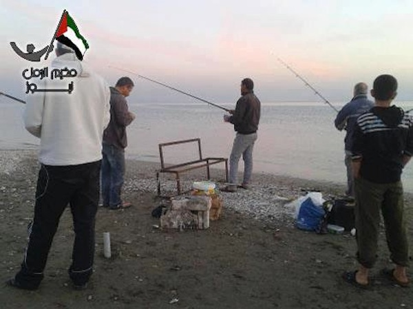 Ghiath_fishermen-on-the-eastern-beach-of-the-Palestinian-camp-06-04-2013