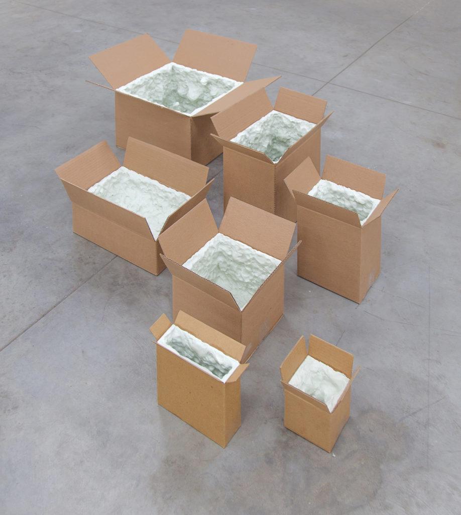 Marlon de Azambuja, Pensamientos Húmedos, 2015, plastiline and carton boxes