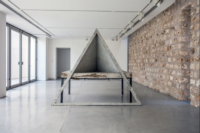 Adrián Villar Rojas, Untitled, 2013. Metal, clay and cement, 230 x 160 x 214 cm. Installation view