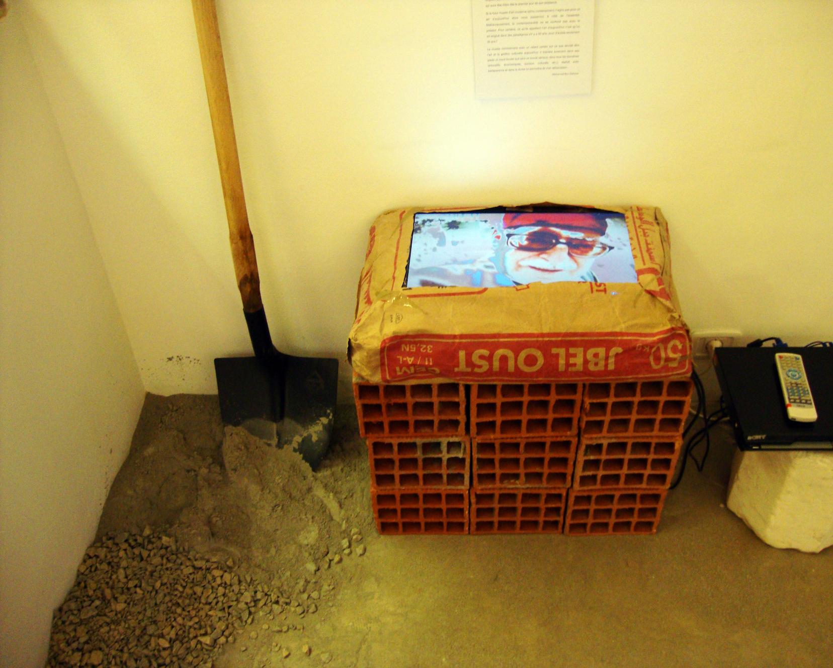 Merci pour le musée, 2009, video-installation, 100 x 100 cm