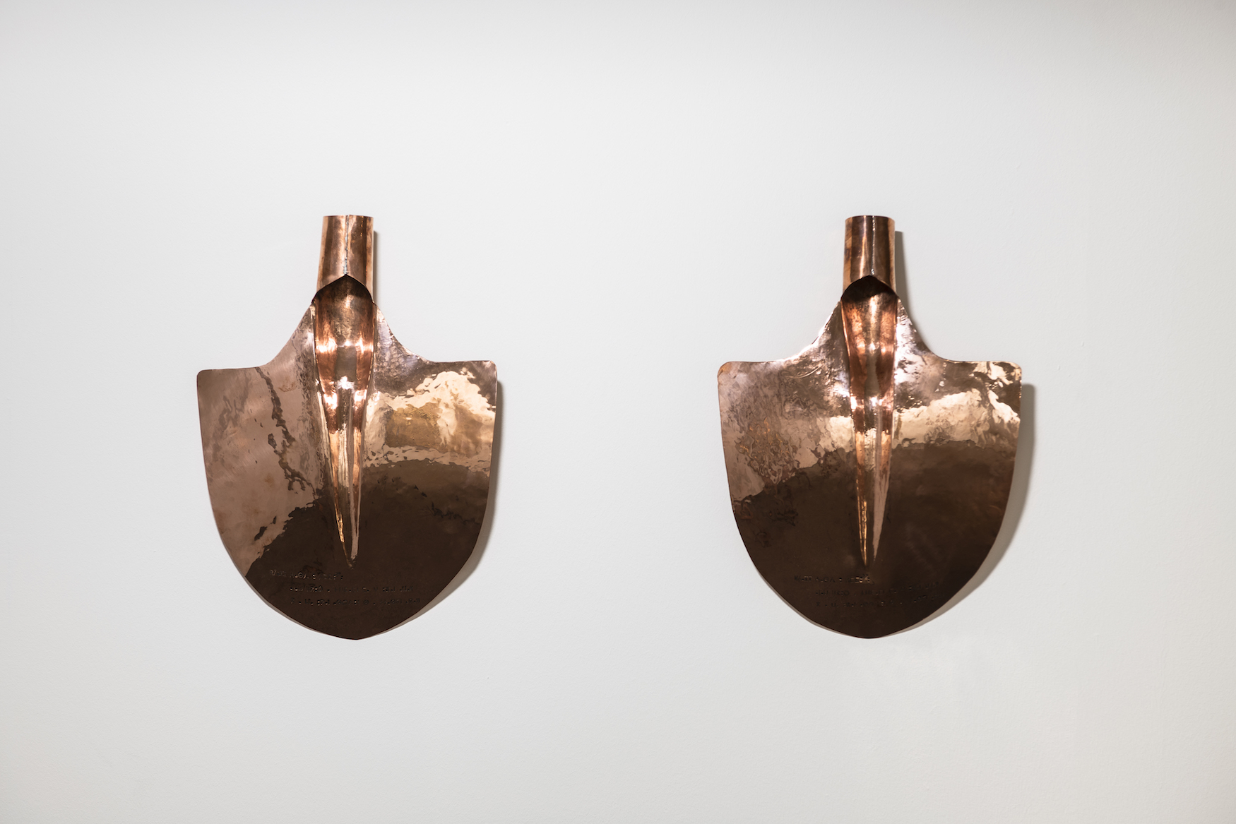 Ilssawn Wchemnin / Lamgues tatouées, 2018, hammered and engraved copper, 29 x 46 cm (each)